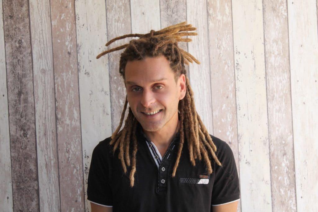 Dreadlocks naturels pour homme cheveux courts