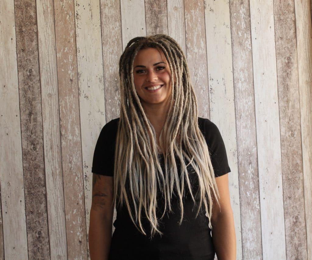 Décoloration, et réussir la pose couleur gris sur dreadlocks et cheveux.