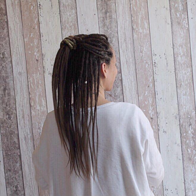 Les dreads naturelles sont elles la solution aux cheveux électriques ?